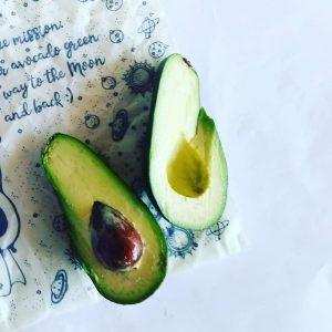 Якщо чорніє авокадо, воскові серветки можуть зарадить цьому